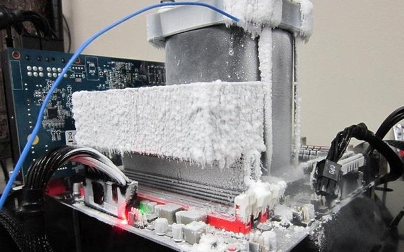Overclock: el Intel Core i7-7740K explota a 7 GHz con helio líquido, en vídeo 1