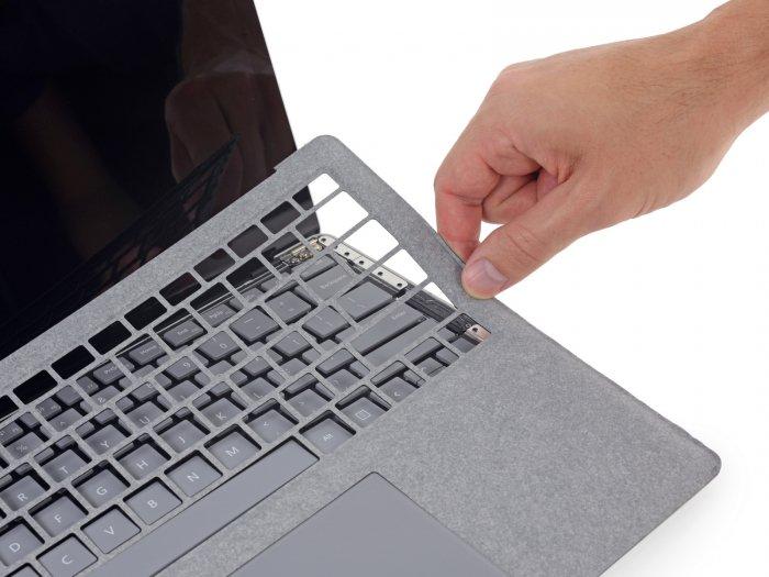 Surface Laptop bate récord (por el contrario) en iFixit: imposible de abrir sin destruirlo