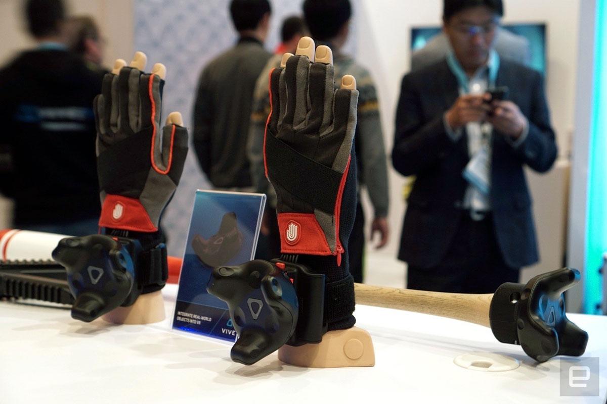 CES 2017: HTC Vive Deluxe Audio Strap, Tracker y accesorio inalámbrico para auriculares 5