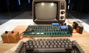 Un Apple-1 que acaba de venderse en una subasta por 101.325 dólares, ¡por poco!
