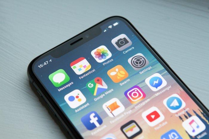 iPhone cambia al horario de verano antes de la temporada (y los usuarios pierden una hora de sueño)