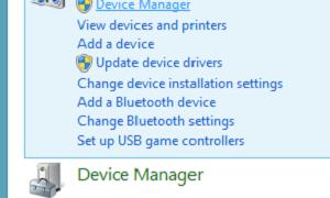 Triángulo amarillo con signo de exclamación en el símbolo de la pila en Windows 10