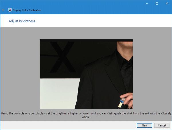 Monitores que muestran diferentes colores en la configuración de dos monitores 1