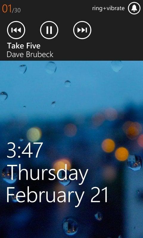 Borrar una canción activa de la barra de volumen y restablecerla Reproduciendo en Windows Phone