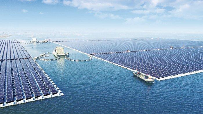 La planta solar flotante más grande del mundo comienza a generar energía 1