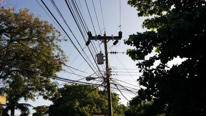 Internet clandestino y cables de TV por cable se cortarán de los postes en SP 1