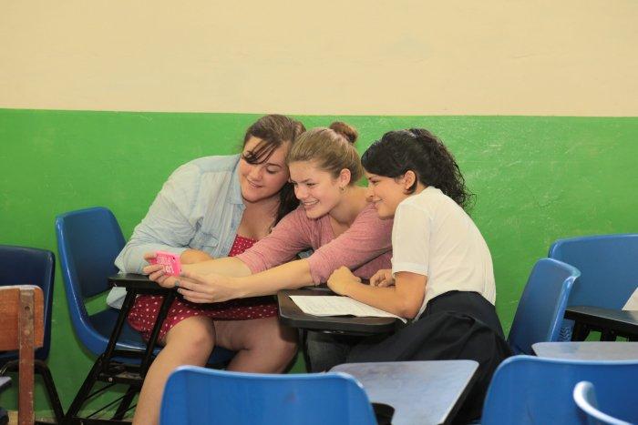 ¿Debería el gobierno prohibir el uso de teléfonos celulares en las escuelas? 1