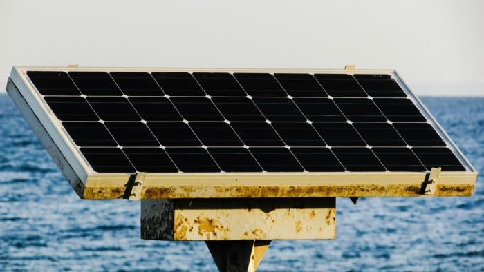 La planta solar flotante más grande del mundo comienza a generar energía 2