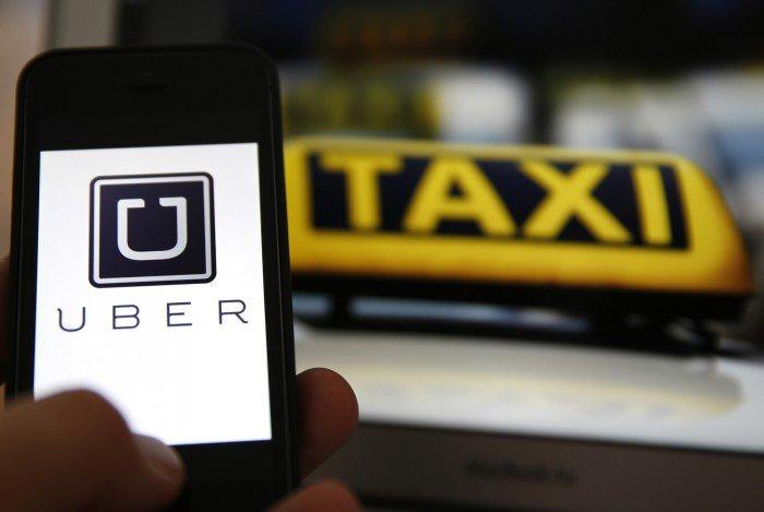 La Comisión Europea decide que Uber es un servicio de transporte, no una empresa de tecnología. 1