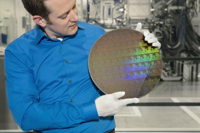 IBM anuncia el primer chip de 5 nanómetros 1
